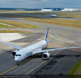 airbus-a350xwb-formation-fligh